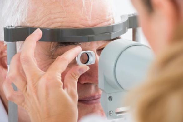Austausch der natürlichen Augenlinse; Einsatz einer Kunstlinse.